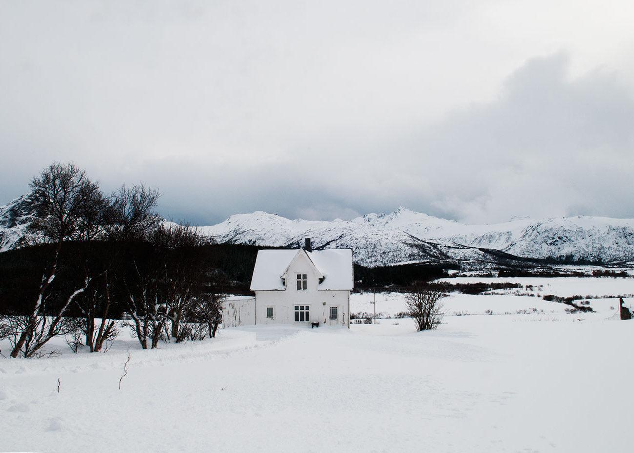 hus i vinterskrud