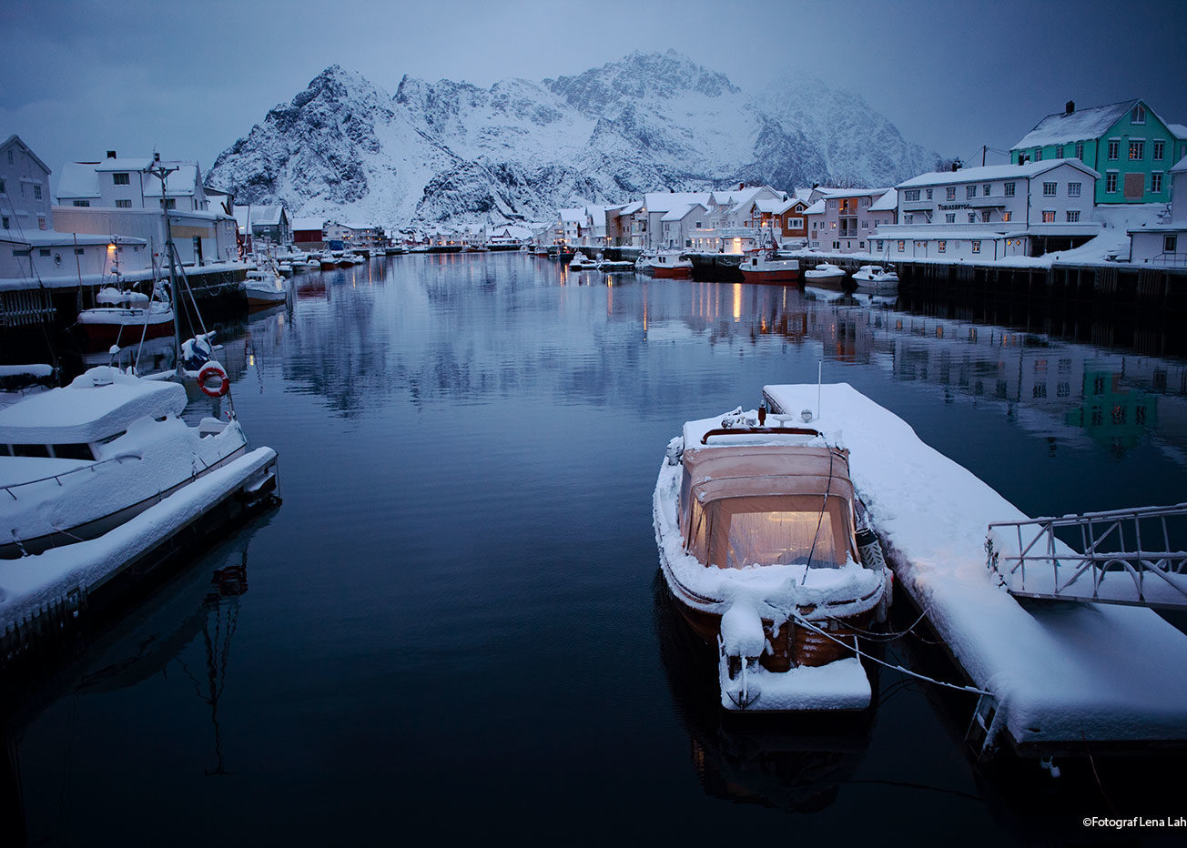 båthamn i Henningsvær
